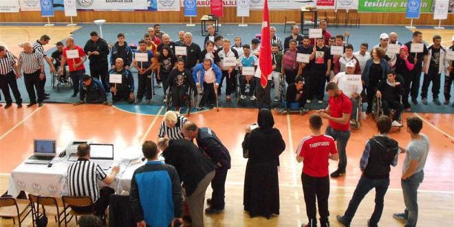 ÜNÇEK Engelli Bilek Güreşi Takımı, Türkiye Şampiyonası'ndan 1 Altın, 4 Gümüş, 1 Bronzla Döndü