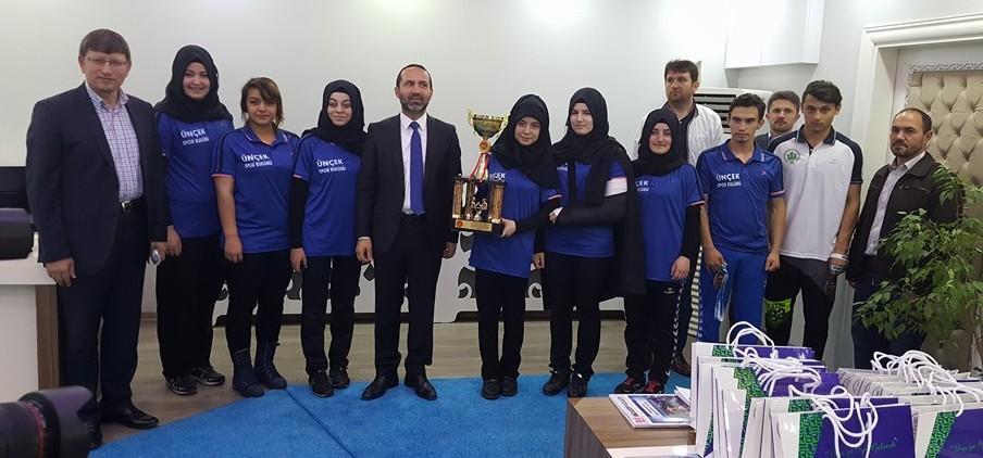 Türkiye Takım 1.liği Kupasıyla Kaymakamlık ve Belediye Ziyareti