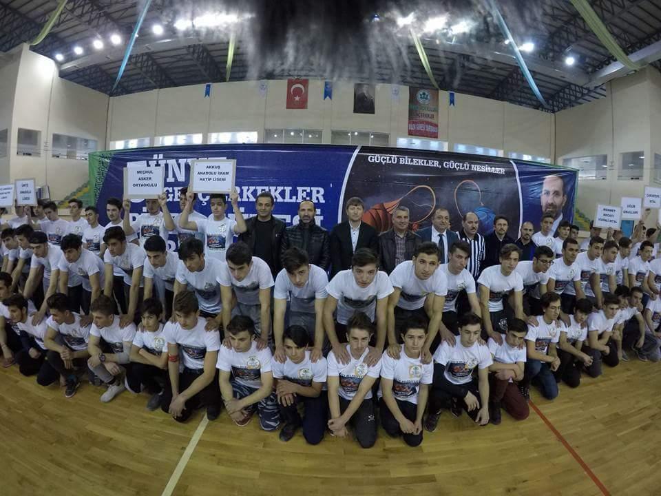 5. Ünye Genç Erkekler Bilek Güreşi Yarışması Yapıldı
